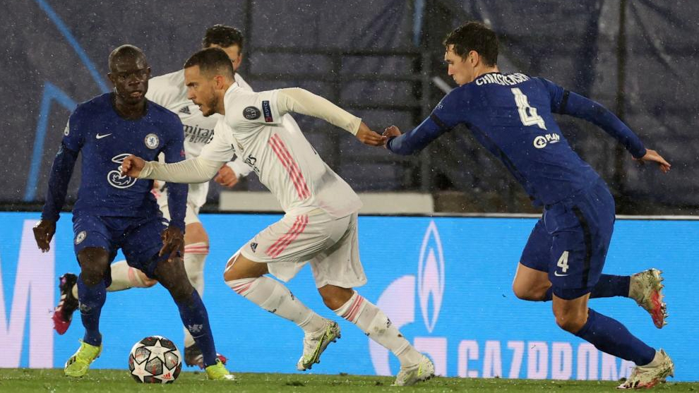 Hazard se mide a sus ex compañeros del Chelsea durante la eliminatoria de Champions.