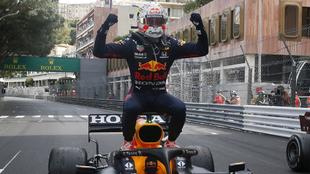 Verstappen celebra su triunfo en Mónaco.