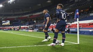 Mbappe and Neymar stand over a corner.
