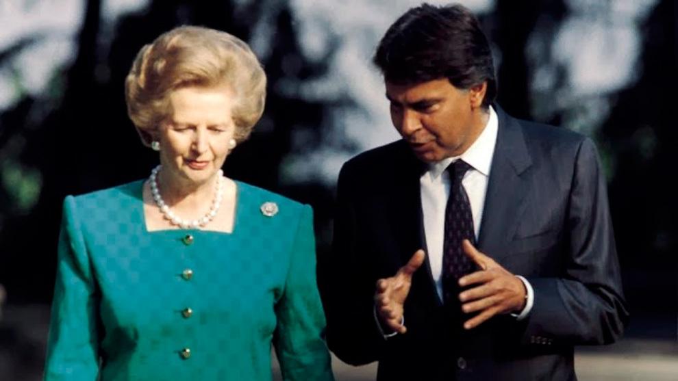 Felipe González, cuando era presidente del Gobierno, dialoga con Margaret Thatcher.