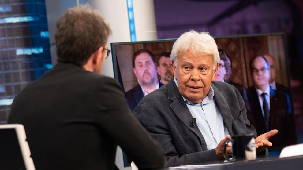 Felipe González, en el momento en el que habla con Pablo Motos de los indultos a los presos del Procés.