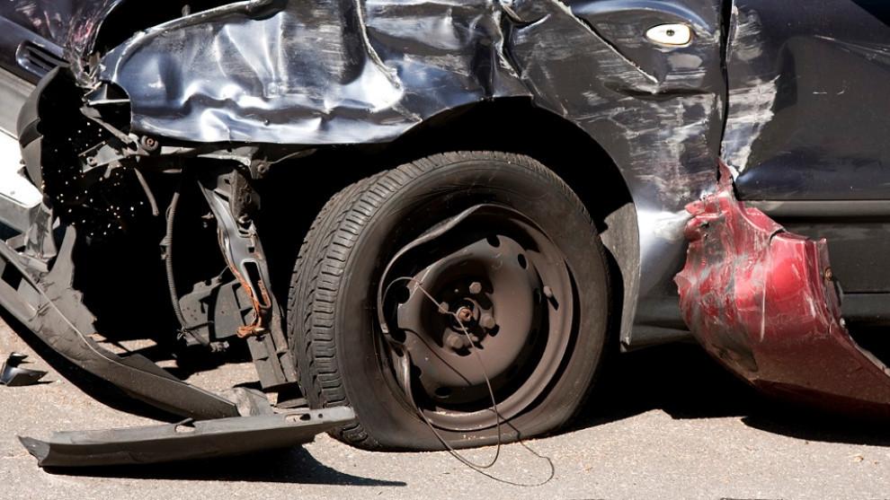 Como último recurso, puedes entregar tu coche viejo a un desguace para su achatarramiento