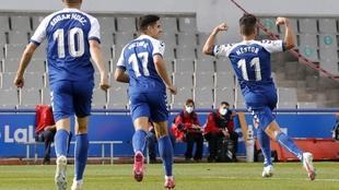 Néstor Querol celebra uno de sus goles