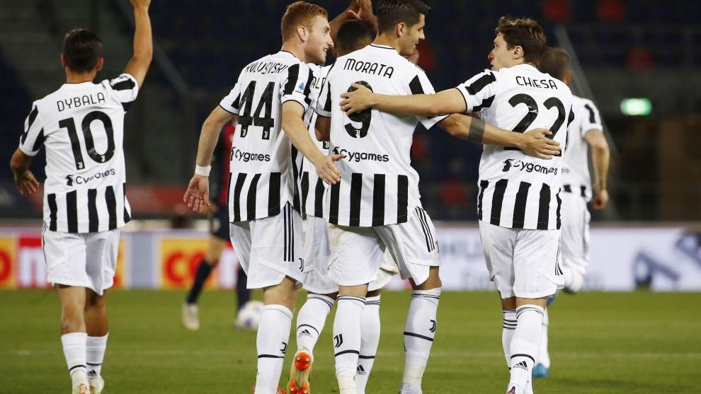 Álvara Morata se abraza con sus compañeros de la Juventus, donde se siente como en casa.