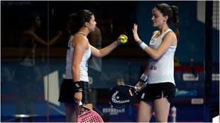 Delfi Brea y Tamara Icardo, durante un momento del partido de cuartos.