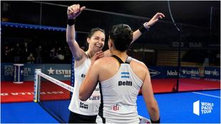 Delfi Brea y Tamara Icardo, tras ganar el partido.