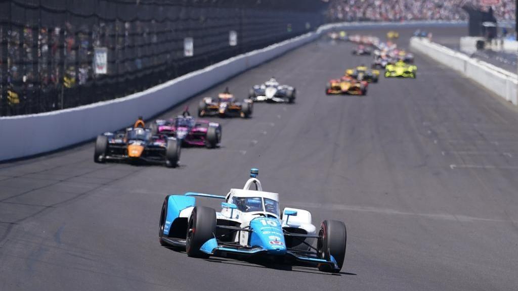 Álex Palou, liderando en la Indy500 por delante de O'Ward y Castroneves