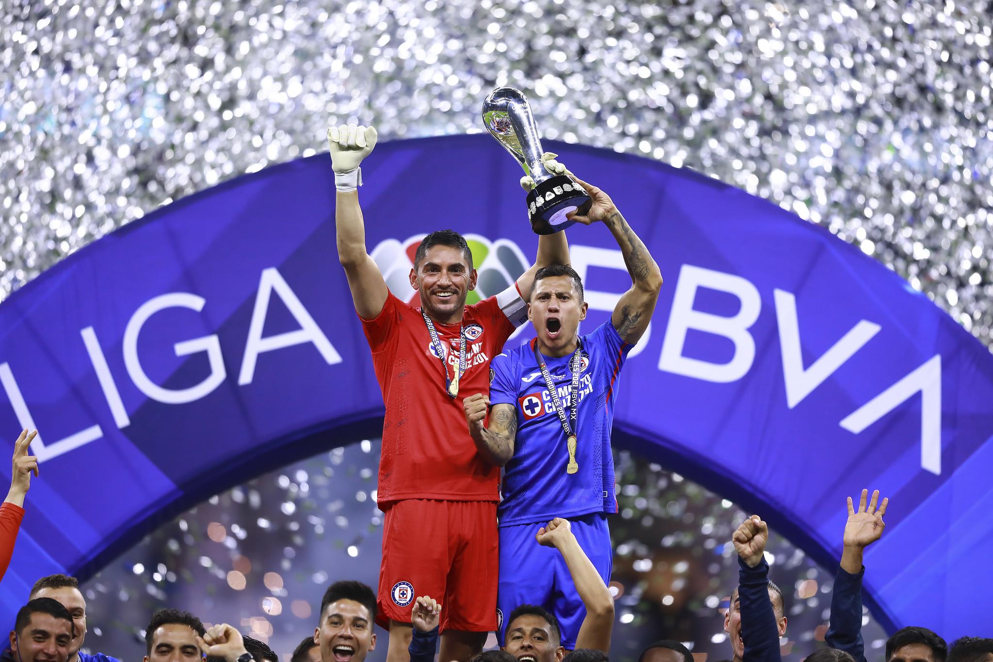 Jesús Corona y el Cata Domínguez levantaron el trofeo de campeones
