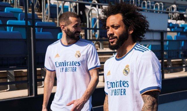 Marcelo y Benzema, con la nueva camiseta del Real Madrid.