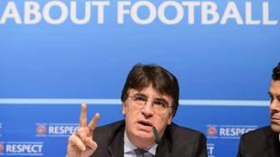Theodore Theodoridis, secretario general de la UEFA, en una rueda de...