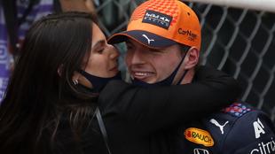 Verstappen, con su novia Kelly Piquet, tras ganar en Mónaco.