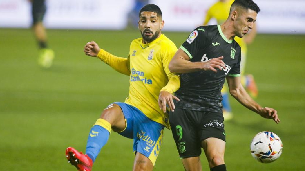 Álex Suárez (a la izquierda) durante un partido de esta temporada ante el Leganés.