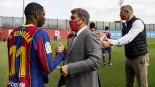 Dembélé saluda a Laporta.