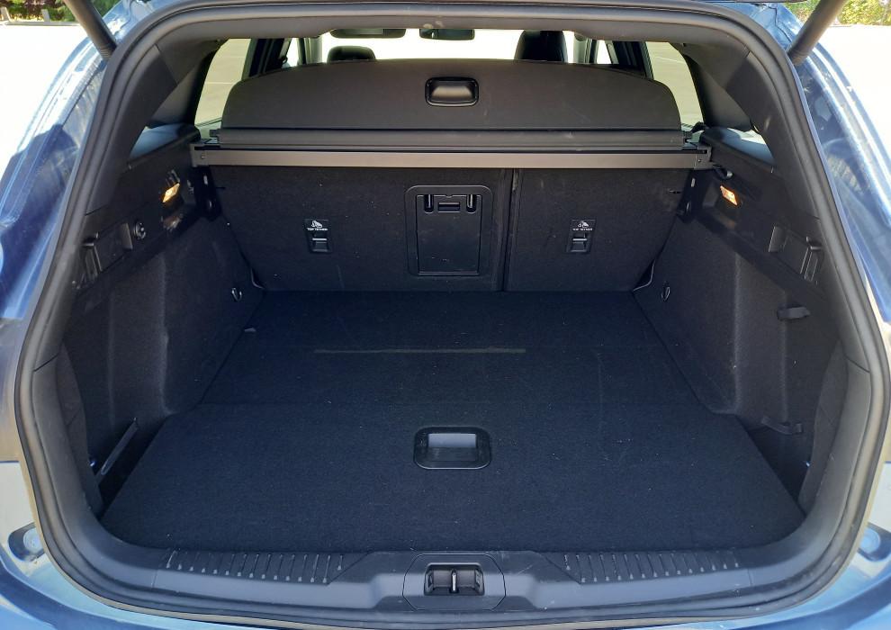 El maletero de la versión familiar tiene una capacidad de 608 litros.