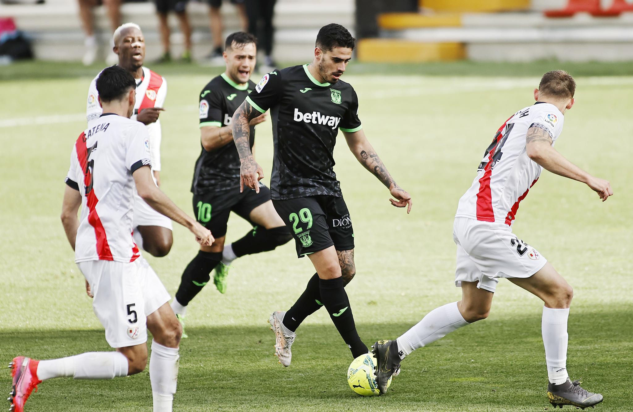Lance del juego en uno de los últimos partidos entre Rayo Vallecano y Leganés