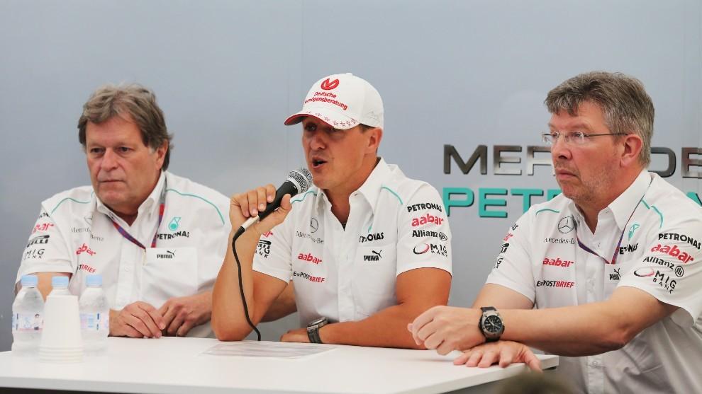 Schumacher, junto a Haug y Brawn en su despedida de la F1 en Japón 2012.
