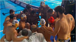 Los jugadores del Atletic Barceloneta, antes del partido.