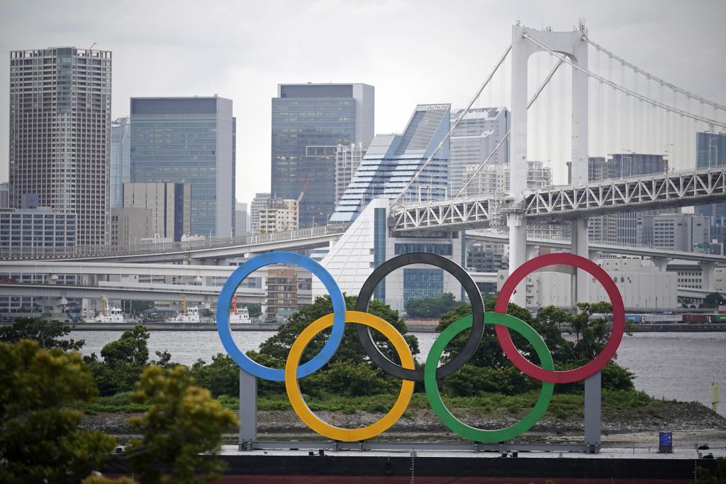 Los aros olímpicos gigantes en el Odaiba Marine Park de Tokio.