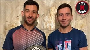 Sanyo y Cristian Gutiérrez posan para MARCA tras la entrevista.