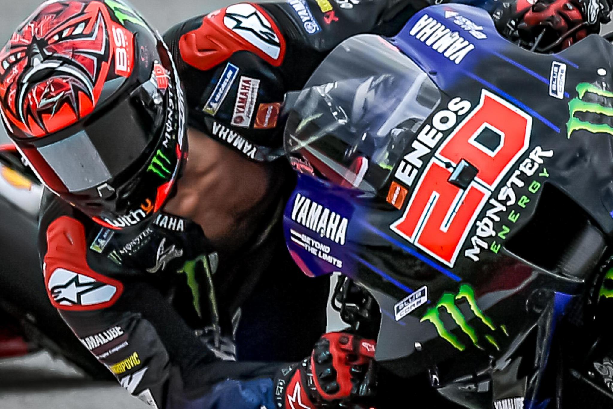 Quartararo, con el mono abierto, durante el GP de Cataluña.