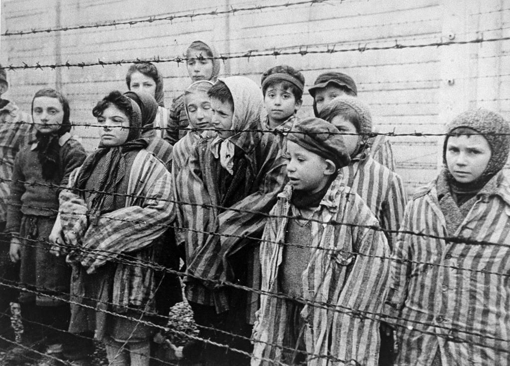 Niños prisioneros en Auschwitz, liberados por Dushman y sus camaradas
