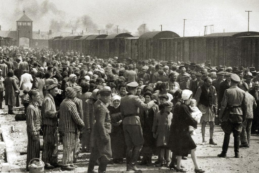 Llegada de prisioneros a Auschwitz. La mayoría serían asesinados