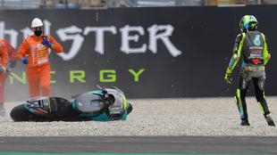 Rossi, tras caerse en el GP de Cataluña.