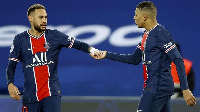 Neymar (29) y Mbappé (22) celebrando un gol juntos de esta temporada.