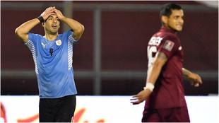 Suárez se lamenta de una ocasión durante el partido.