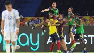 Los jugadores de Colombia celebra el tanto de Borja ante Argentina.