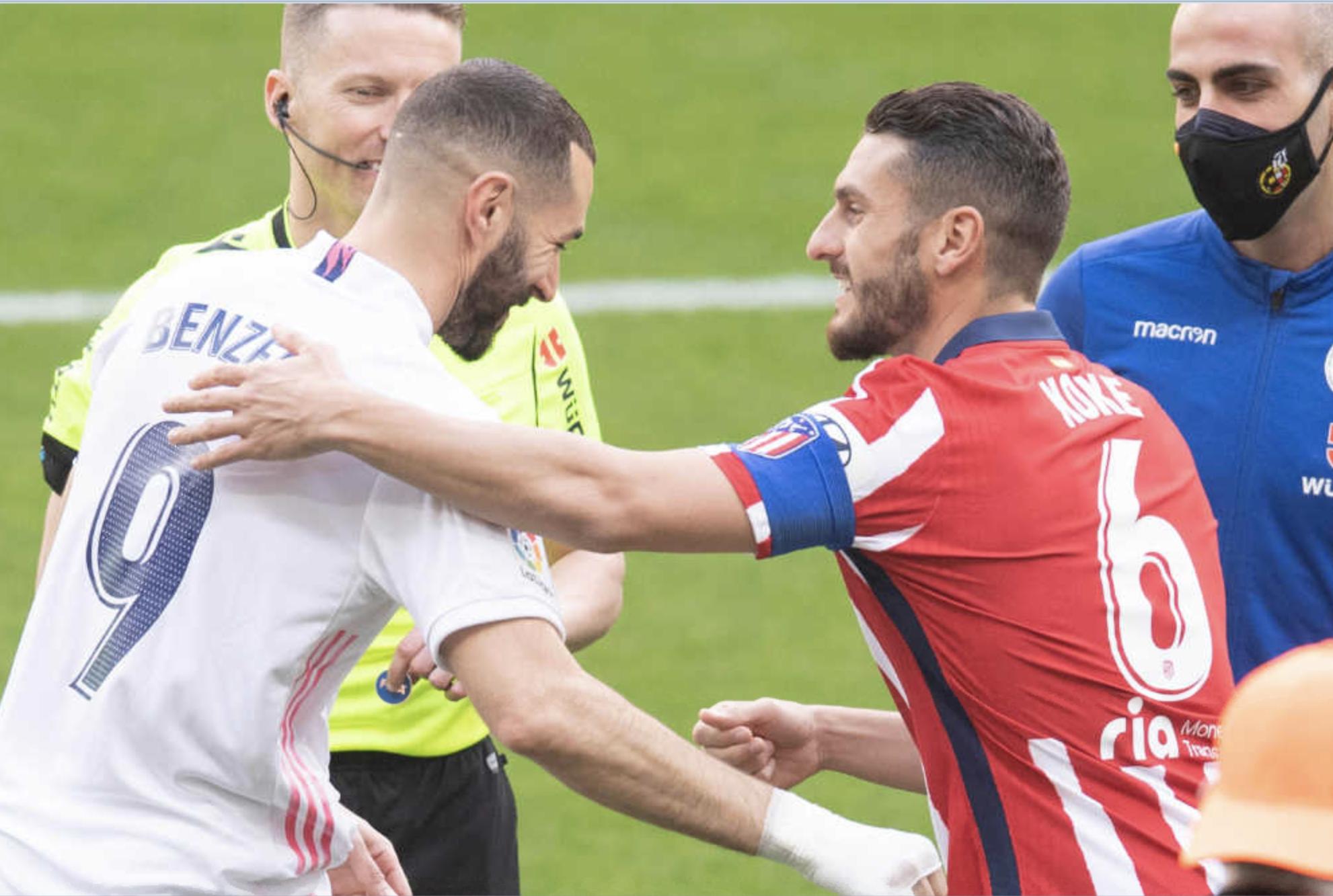 Karim Benzema (33) y Koke (29) se saludan en el último partido disputado en el Wanda Metropolitano.