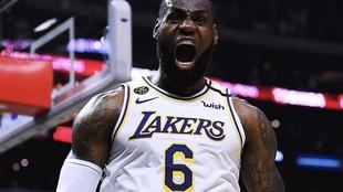 LeBron James, con el número 6 de los Lakers en un fotomontaje.