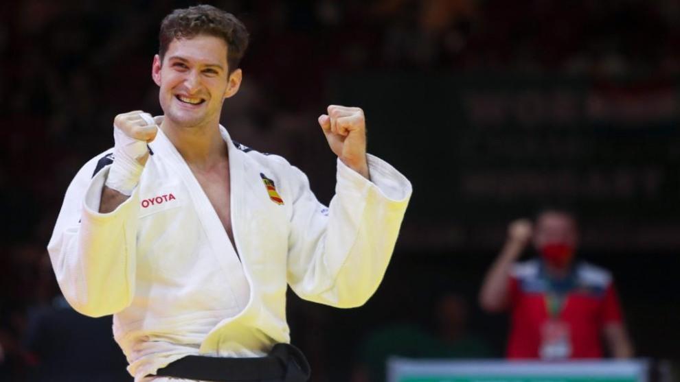 Niko Shera celebra su segundo oro mundial.