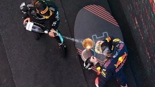 Hamilton y Verstappen, en el podio del pasado Gran Premio de España.