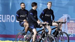 Depay, Steven Berghuis y De Jong, con la selección.
