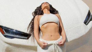 Kim Kardashian - Lamborghini Urus - Skims - piel de cordero - traje -...