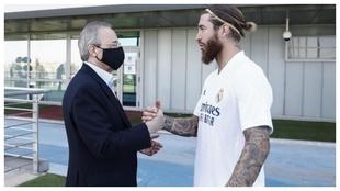 Ramos y Florentino se saludan en Valdebebas.