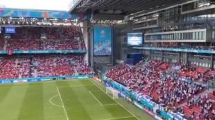 Esto es mucho más que fútbol: el cántico unido de daneses y finlandeses que te conmoverá