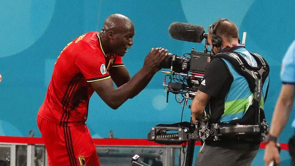Bélgica ya galopa con Lukaku