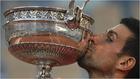 Djokovic se corona en París y acecha a Nadal y Federer