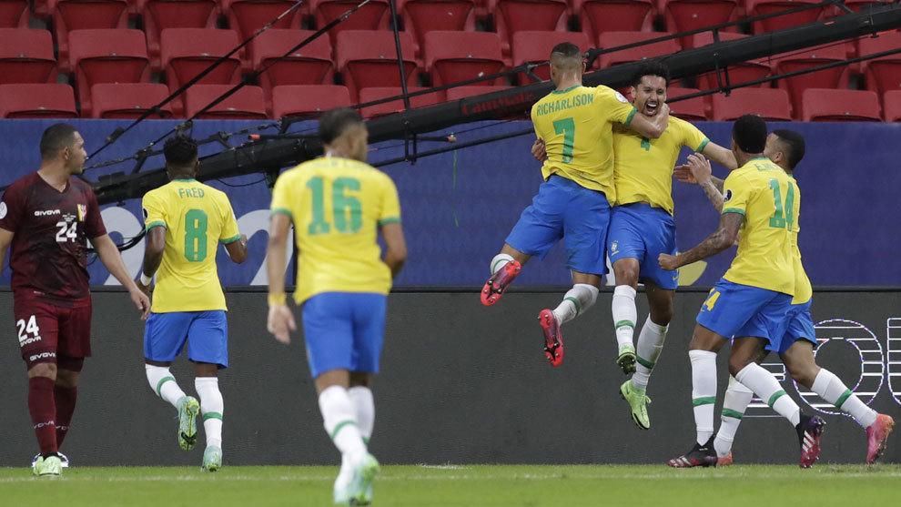 Neymar perdona después de una acción de crack