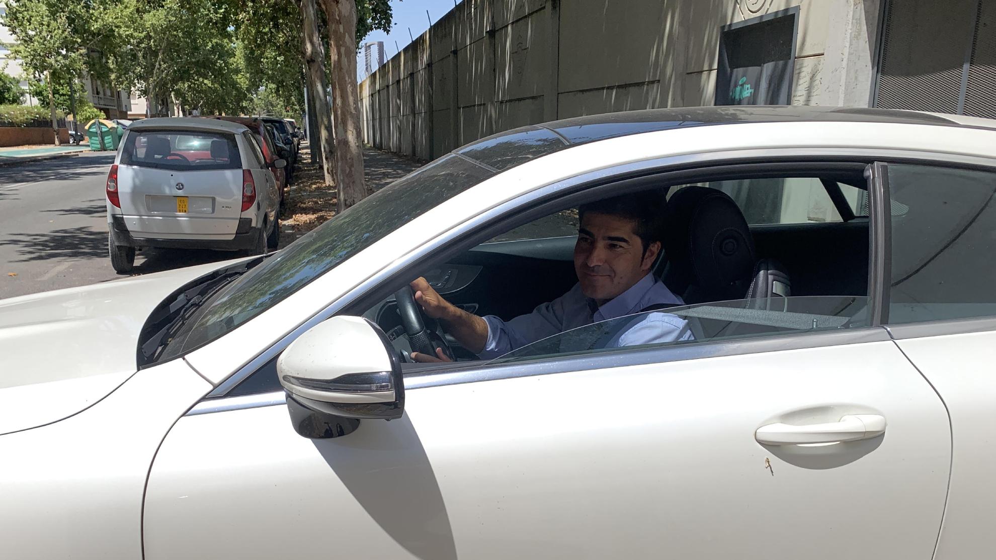 Ángel Haro, saliendo de la reunión