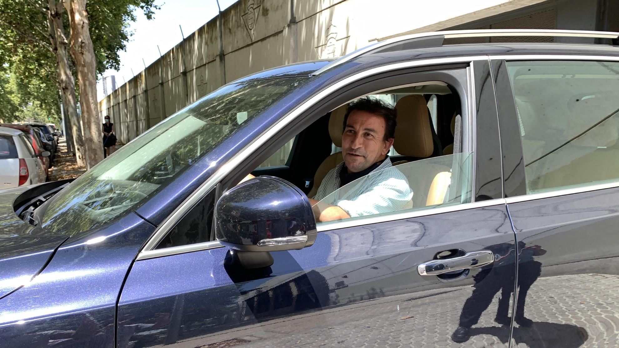 López Catalán, saliendo de la reunión