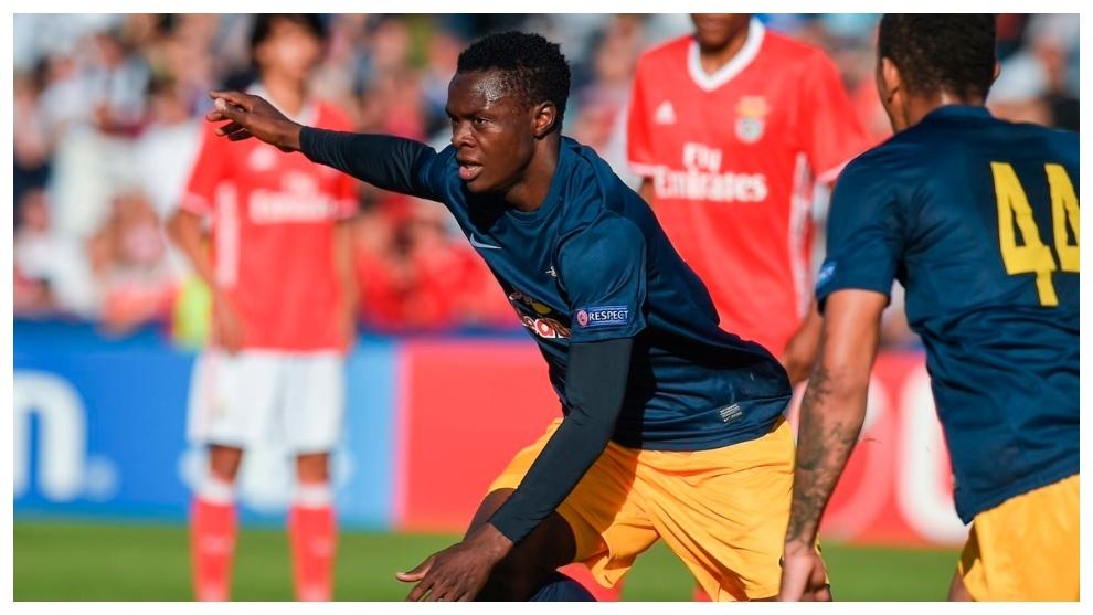 Patson Daka celebrando un gol