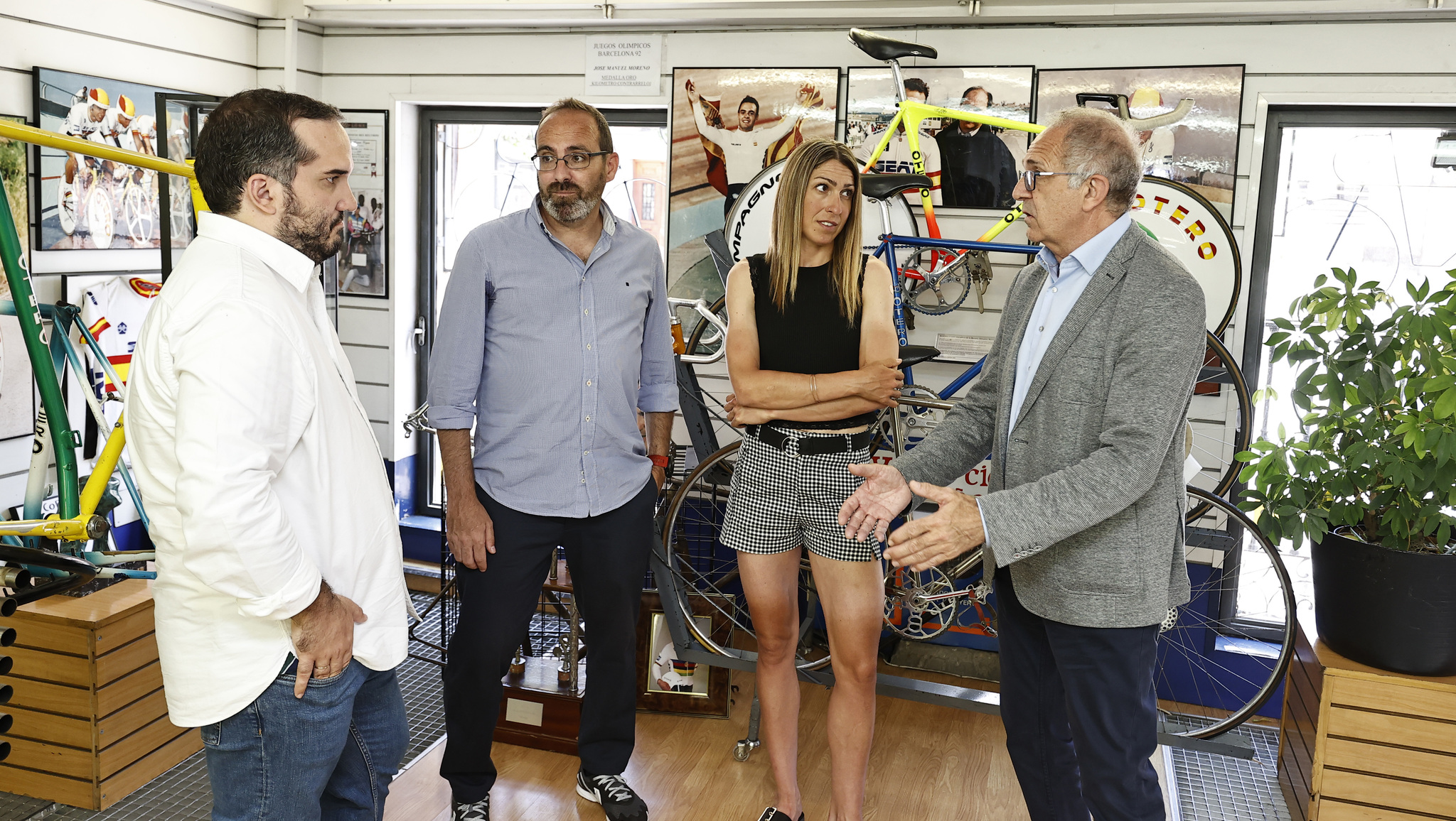 SERIAL JJOO CICLISMO EN LA TIENDA DE BICICLETAS lt;HIT gt;OTERO lt;/HIT gt; DE MADRID