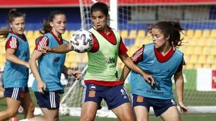 Las jugadoras de la selección española en el entrenamiento oficial...