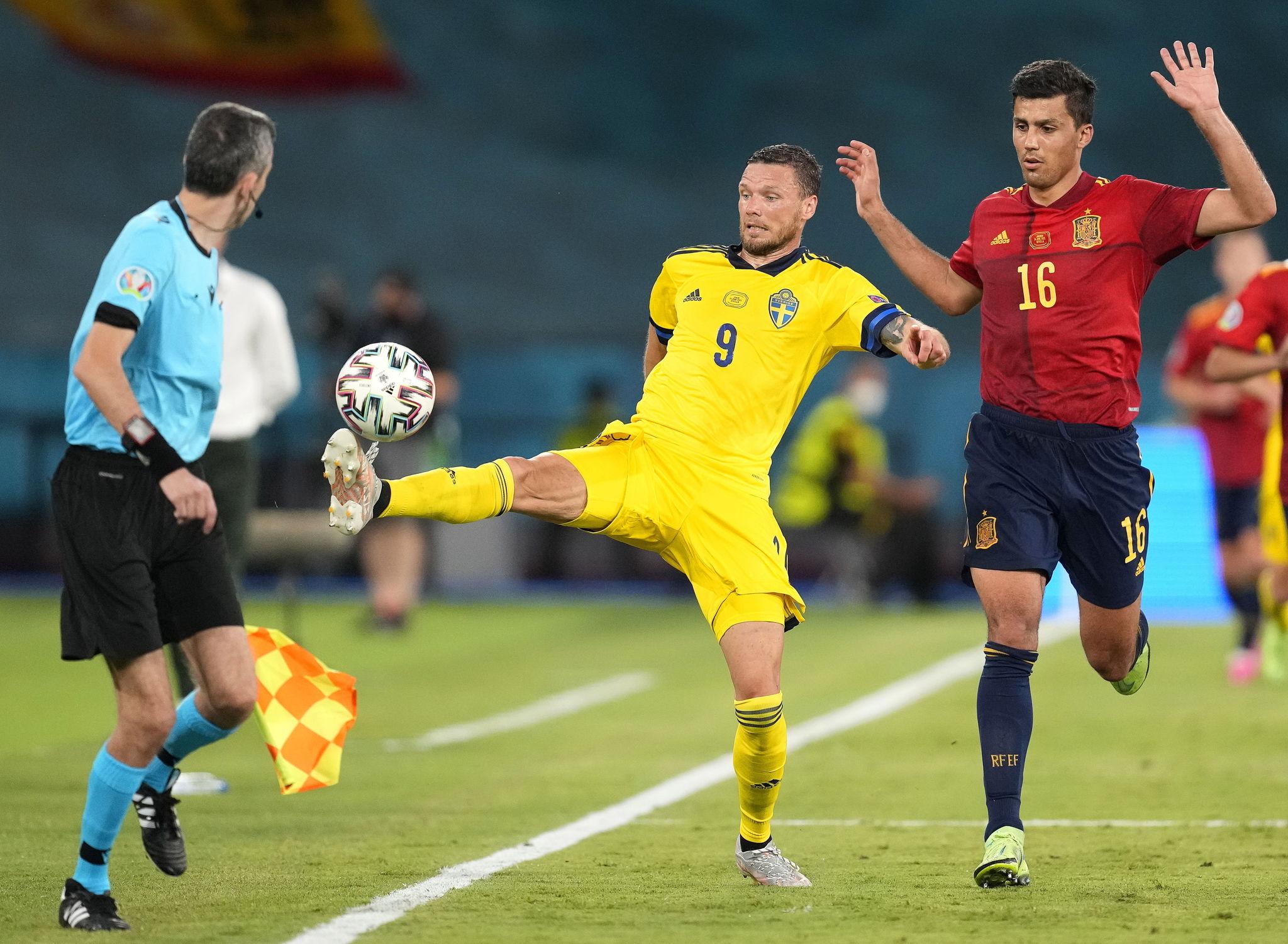 Rodri in action against Marcus Berg