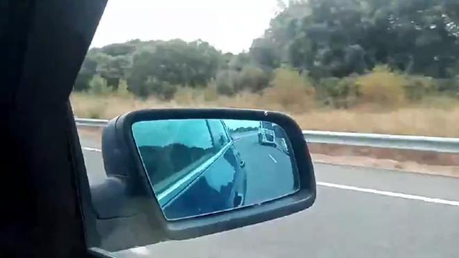 Adelanta a un coche y un camion por el arcen a más de 200 km/h - Volkswagen Polo GTI - Investigados dos jovenes de Estella