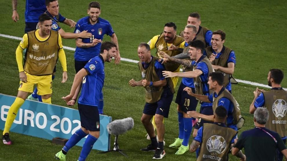 Locatelli celebró con esta efusividad el tanto que significaba el 1-0...