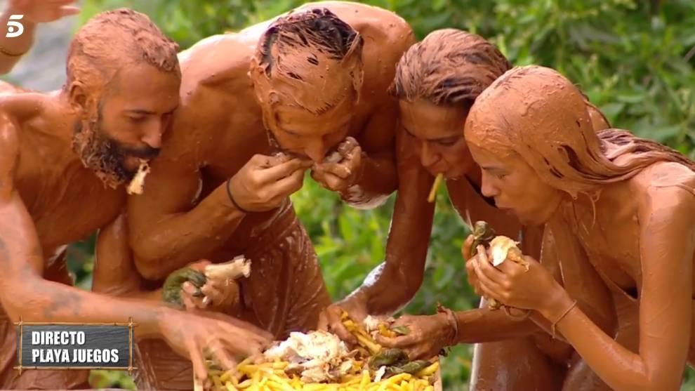 Olga, Melyssa, Omar y Gianmarco devoran el plato de pollo con patatas y pimientos